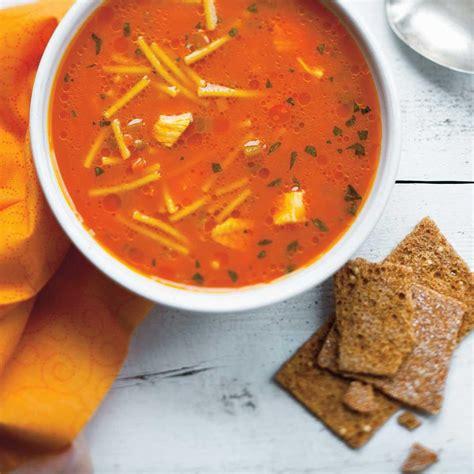 soupe poulet et nouilles au jus de carottes ricardo