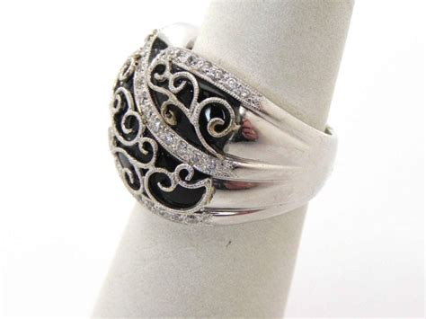 ladies  white gold diamonds  onyx dome filigree