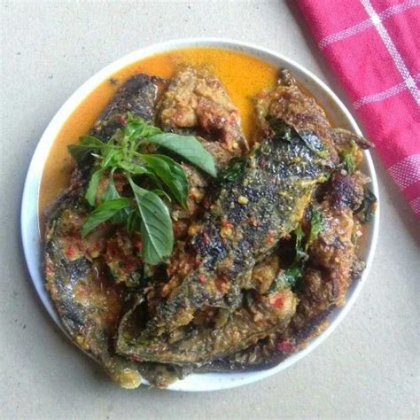 Resep mangut lelekalau sedang ngidam mangut kamu bisa bikin sendiri. Resep Mangut Lele dari Mama Naf   Yummy.co.id