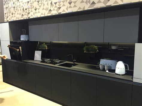 Чёрносерая кухня  дизайн стильных и практичных интерьеров