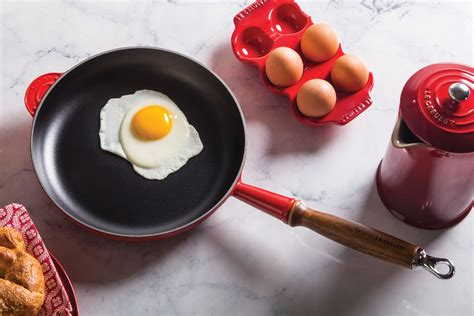 le creuset heritage cast iron fry pan  wood handle  cherry red cutlery