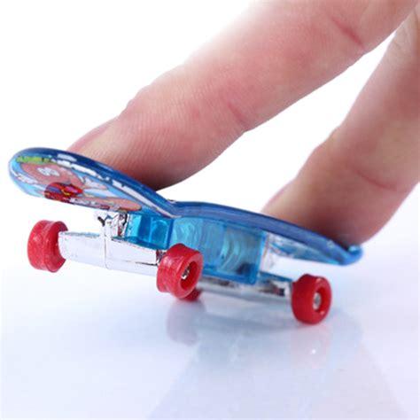 2x(2 X Mini Skateboard Toys Finger Board Tech Deck Boy