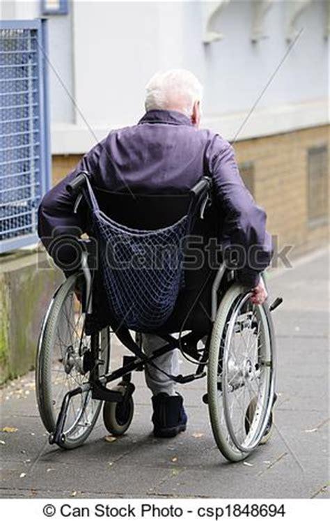photo de vieux handicap 233 homme utilisation a