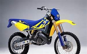 Suzuki 250 Dirt Bike 2 Stroke