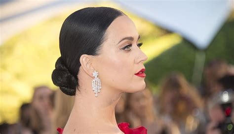 Katy Perry Dressed Like The Dancer Emoji And It Was