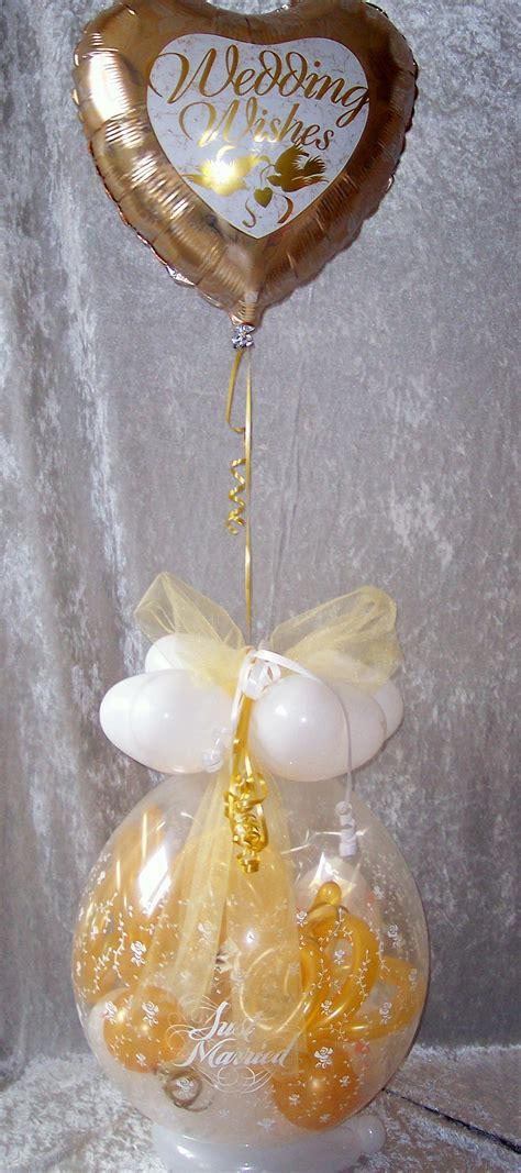 geschenk im ballon hochzeit mit folie gold geschenkverpackung