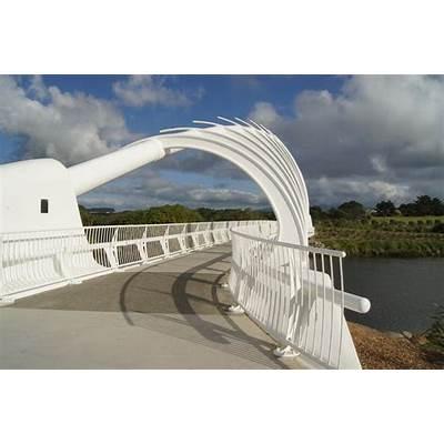 Magi and Sam: Te Rewa Bridge part of the New