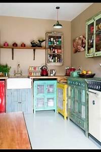 Vintage Möbel Küche : retro vintage k che mit k chenschr nken in verschiedenen farben k che pinterest vintage ~ Sanjose-hotels-ca.com Haus und Dekorationen