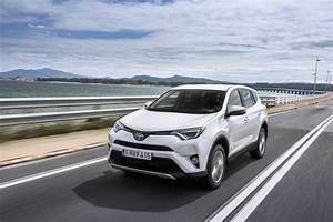 Toyota Yaris Hybride Avis : essai toyota rav4 hybride notre avis sur le nouveau rav4 l 39 argus ~ Gottalentnigeria.com Avis de Voitures