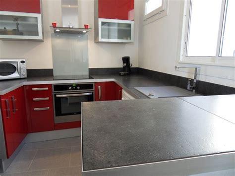 carreaux de ciment cr馘ence cuisine credence carrelage grand format maison design bahbe com