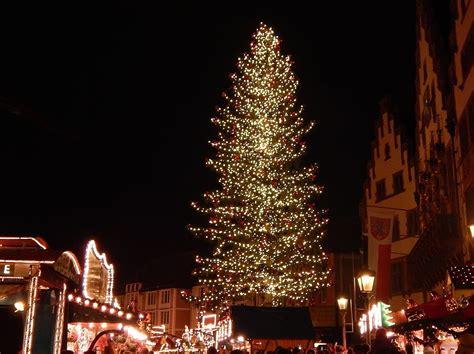 wer bringt den frankfurter weihnachtsbaum zum strahlen