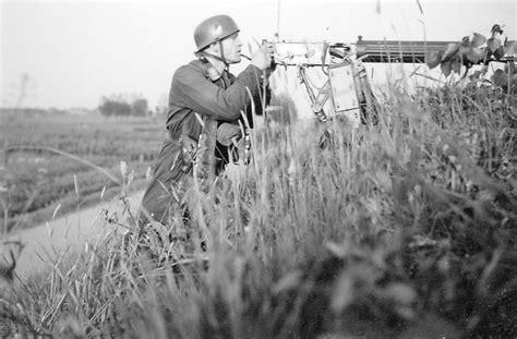 Moerdijk Bridgehead. Fallschirmjäger From 7./fjr 1