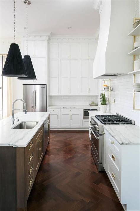 pics of white kitchen cabinets best 25 quartzite countertops ideas on 7435