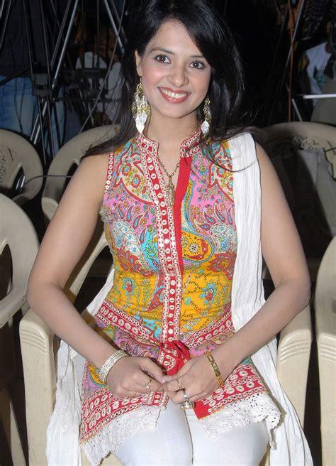 Hot And Spicy Actress Photos Gallery: Actress Saloni High ...