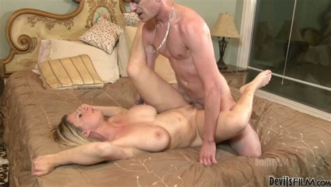 Мамочки busty Blonde Babe Devon Lee Gets Секс Видео