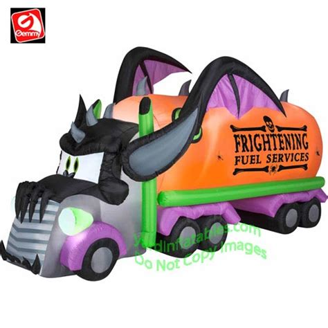 Gemmy Inflatable Halloween House by Spooktacular Fun With Halloween Inflatable Decorations