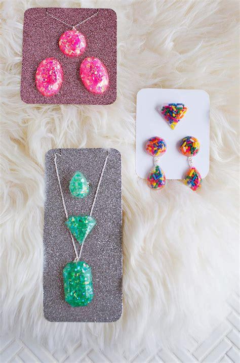 resin jewelry diys    hand