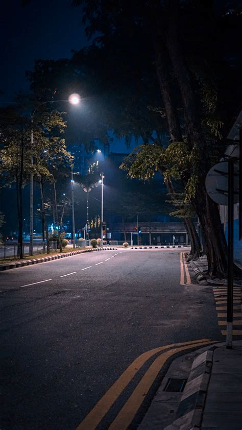 night street pictures   images  unsplash