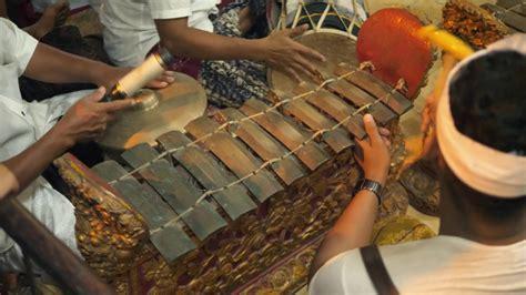 5 pengertian alat musik tradisional. Pengertian Alat Musik Tradisional Beserta Macam dan Cara Memainkannya - Berani Hijrah