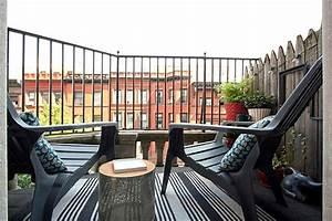 coole balkon deko ideen gestalten sie ihren balkon mit stil With balkon teppich mit tapete blumen modern