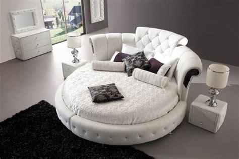 chambre a coucher avec lit rond lit rond au cœur d une chambre au design original
