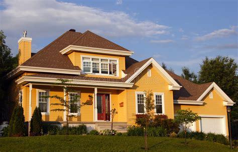 Neues Gelbes Haus Stockfoto Bild Von Gebäude, Zustand
