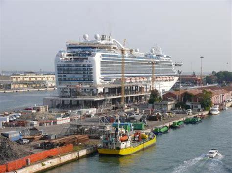 Porto Di Venezia by Porto Di Venezia