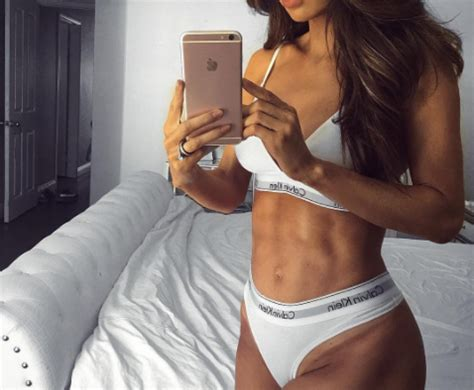 Fitness Model Flaunts Abs At Six Months Pregnant Sparks