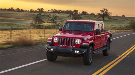 Gas Mileage For 2020 Jeep Gladiator by 2020 Jeep Gladiator Review Drive Of The New Jeep