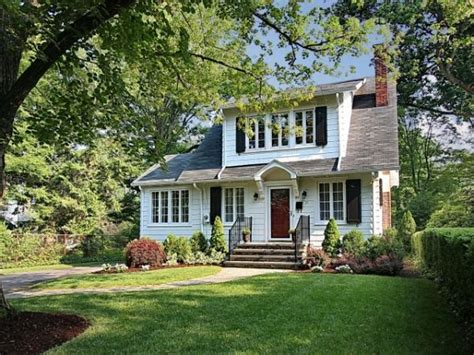 summit nj colonial home  sale  jersey real estate