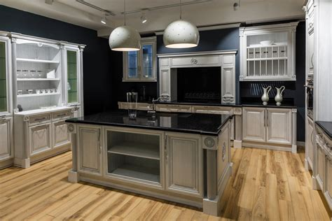 pics of kitchens with cabinets helpful tips for finding the paint for your new 9094