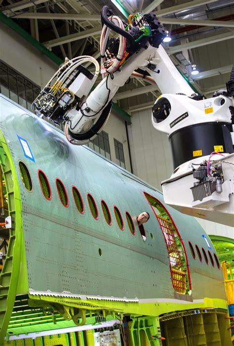 boeing revs  robots    everett factory signals