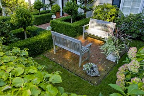 Formal Garden : Three Entry Courtyards Balance Intimacy With Invitation