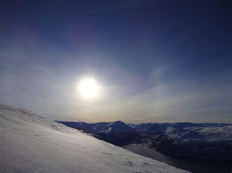 Wo Steht Die Sonne Mittags by Auch Mittags Steht Die Sonne Noch Tief In Nord Norwegen