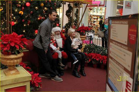 Full Sized Photo Of Gwen Stefani Santa Claus 08