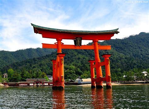 Defining images of Japan, Torii gates