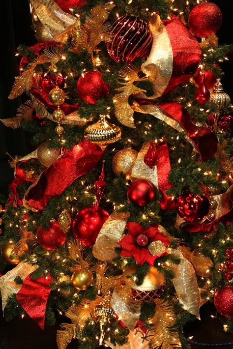 red  gold christmas decorations ideas