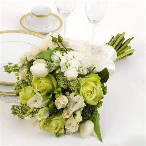 basic green  white yola guz wedding flowers
