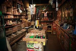 La Boutique Insolite : tomb es du camion la boutique insolite de montmartre happy city le blog voyage parisien ~ Melissatoandfro.com Idées de Décoration