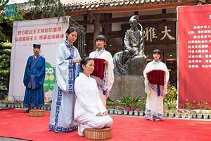 Chengdu girls attend hair-pinning ceremony