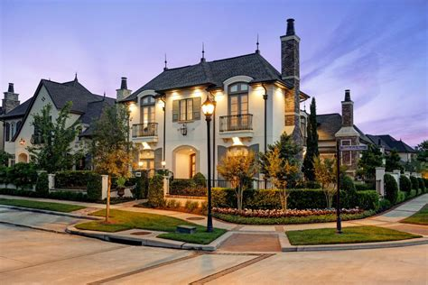 Tour A Magnificent Corner Home In The Woodlands, Texas