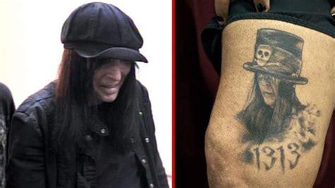 nikki sixx  mick mars portrait tattooed   leg