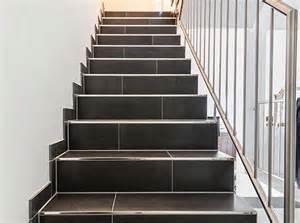 treppen aus naturstein geflieste treppen treppenstufen in feinsteinzeug fliesenlegen mit system