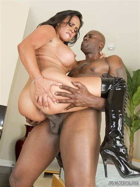 Mariah Milano Gets Impaled By A Huge Black Cock Pichunter