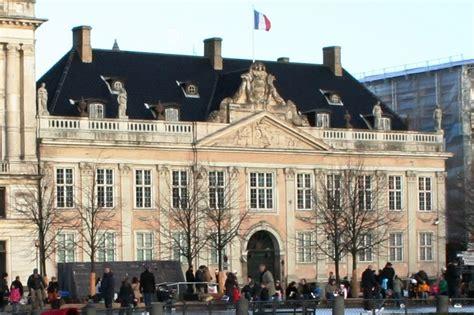 bureau du notaire ambassade française