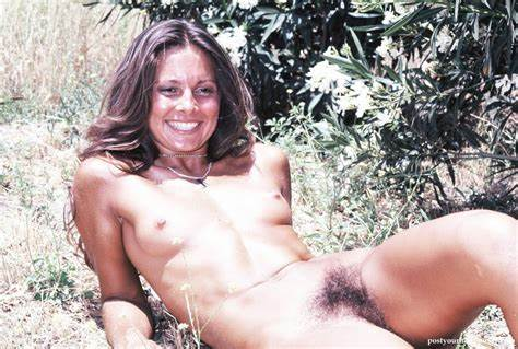 Retro At The House Fuzzy Nudist Webcam Actress