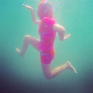 Surreal Photos of People Swimming Underwater in Olek's ...