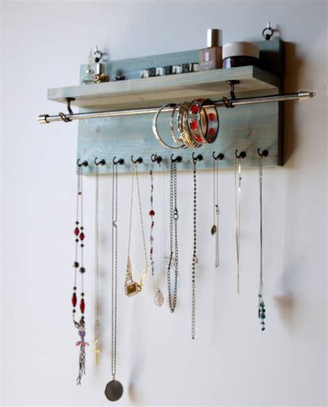 mur de chambre en bois rangement bijoux 50 idées pour ranger vos bijoux