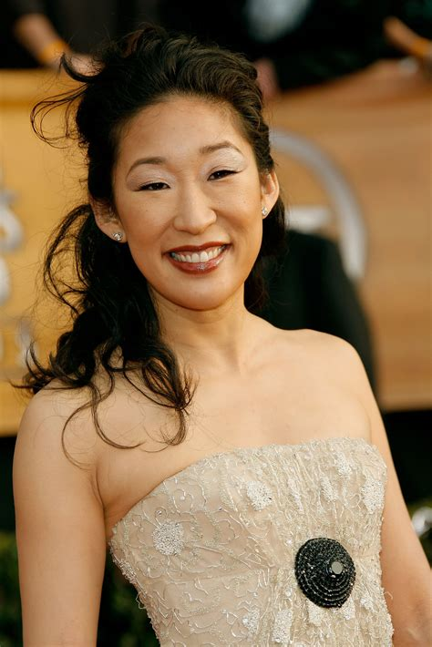 sandra oh yahoo sandra oh on grey s anatomy pink power pinterest