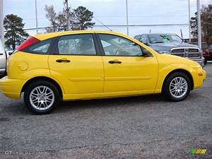 Ford Focus 2006 : screaming yellow 2006 ford focus zx5 se hatchback exterior ~ Melissatoandfro.com Idées de Décoration